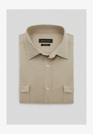 MIT DOPPELTEN TASCHEN - Shirt - beige