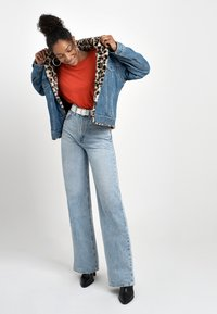 Levi's® - RIBCAGE WIDE LEG - Flared jeans - charlie boy - 2