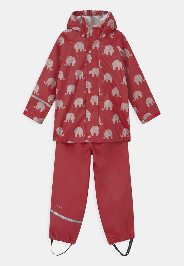 RAINWEAR ELEPHANT SET UNISEX - Pantalon de pluie - rio red