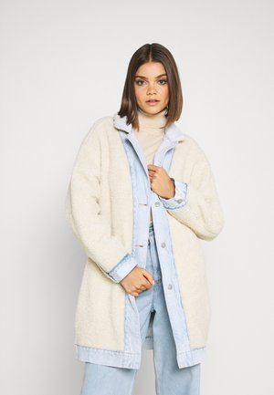 REVERSIBLE SHERPA COAT - Cappotto classico - light-blue denim/off-white