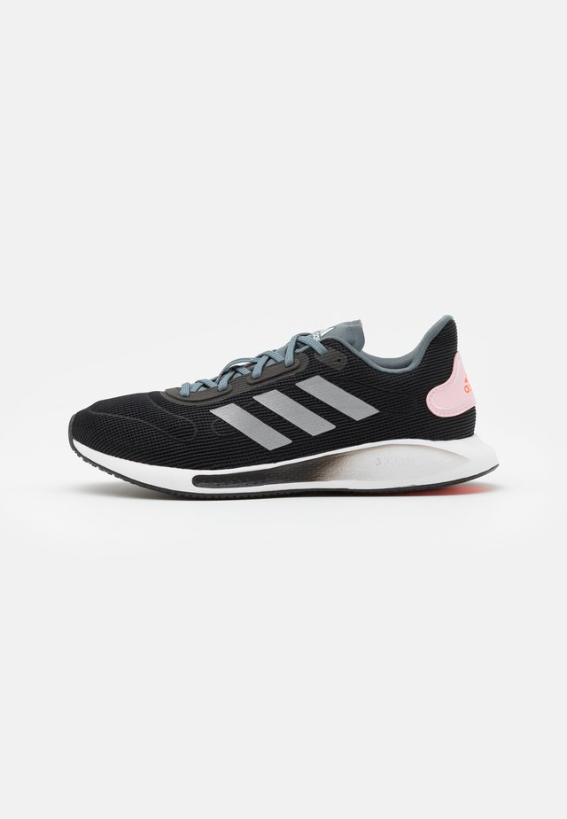GALAXAR RUN - Neutral running shoes - core black/silver metallic/fresh candy
