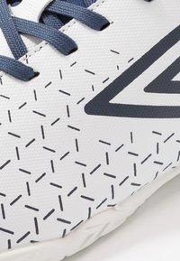 Umbro - VELOCITA V CLUB IC - Indoor football boots - white/medieval blue/blue radiance - 5