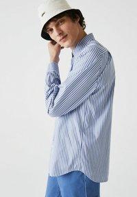 Lacoste - Shirt - blanc / bleu - 2