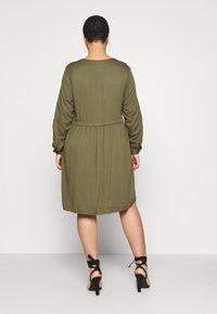 ZAY - YFIERCE  DRESS - Robe chemise - rifle green - 2
