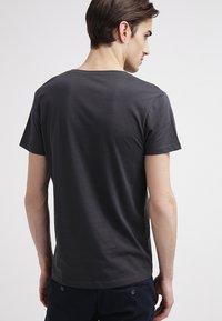 Selected Homme - SHPIMA NEW DAVE - Basic T-shirt - phantom - 2