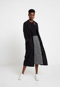KIOMI - A-line skirt - black/white - 1