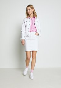 Tommy Jeans - CLASSIC SKIRT  - Pencil skirt - candle white - 1