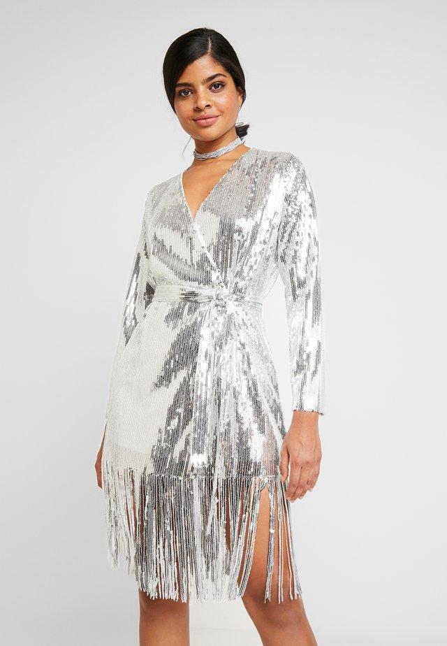 WRAP FRINGE SEQUIN DRESS - Vestito elegante - silver