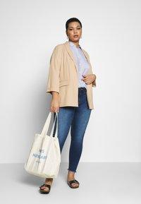 Vero Moda Curve - VMSEVEN - Jeans Skinny Fit - medium blue denim - 1