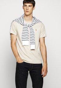 Polo Ralph Lauren - PIMA - T-shirt basic - expedition dune - 4