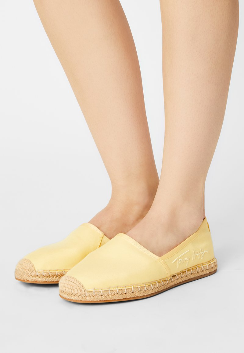 Tommy Hilfiger - SIGNATURE  - Espadrilles - delicate yellow