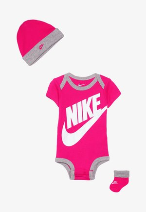 FUTURA LOGO HAT BOOTIE BABY SET - Body - rush pink