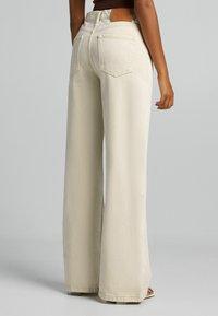 Bershka - Jeans a zampa - sand - 2