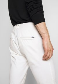 Tiger of Sweden - TRANSIT - Chino - pure white - 5