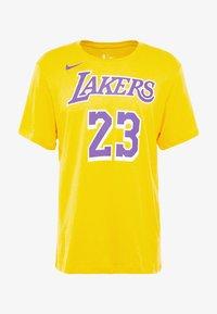 Nike Performance - NBA LA LAKERS LEBRON JAMES NAME NUMBER TEE - Equipación de clubes - amarillo - 4