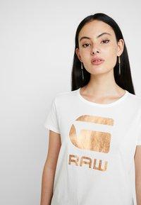 G-Star - GRAPHIC LOGO - T-shirts print - milk - 4