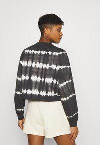 Noisy May - NMJOAN TIE DYE - Sweatshirt - black - 2