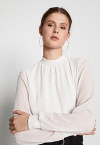Dorothy Perkins Tall - SHIRRED NECK - Blouse - ivory - 3
