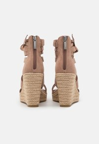 Tamaris - Platform sandals - pepper - 3