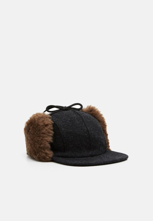 DOUBLE MACKINAW CAP - Lippalakki - black