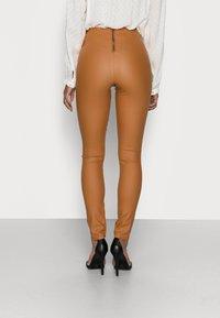 VILA PETITE - VICOMMIT COATED PLAIN  - Leggings - Trousers - adobe - 2