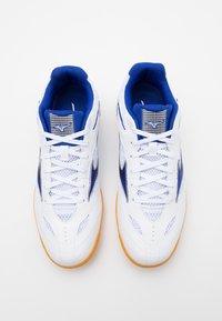 Mizuno - WAVE DRIVE 8 - Sportovní boty - white/reflex blue - 3