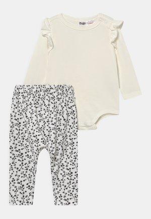 BUNDLE RUFFLE SET - Leggings - Trousers - black sierra/solid vanilla