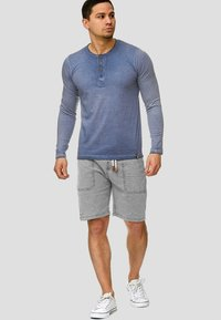 INDICODE JEANS - Shorts - light grey - 1