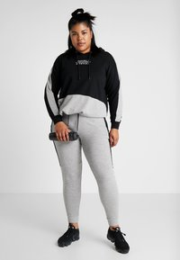 Active by Zizzi - AEXHALE HOODIE - Mikina skapucí - black - 1