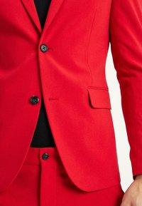 Lindbergh - Kostym - red - 7