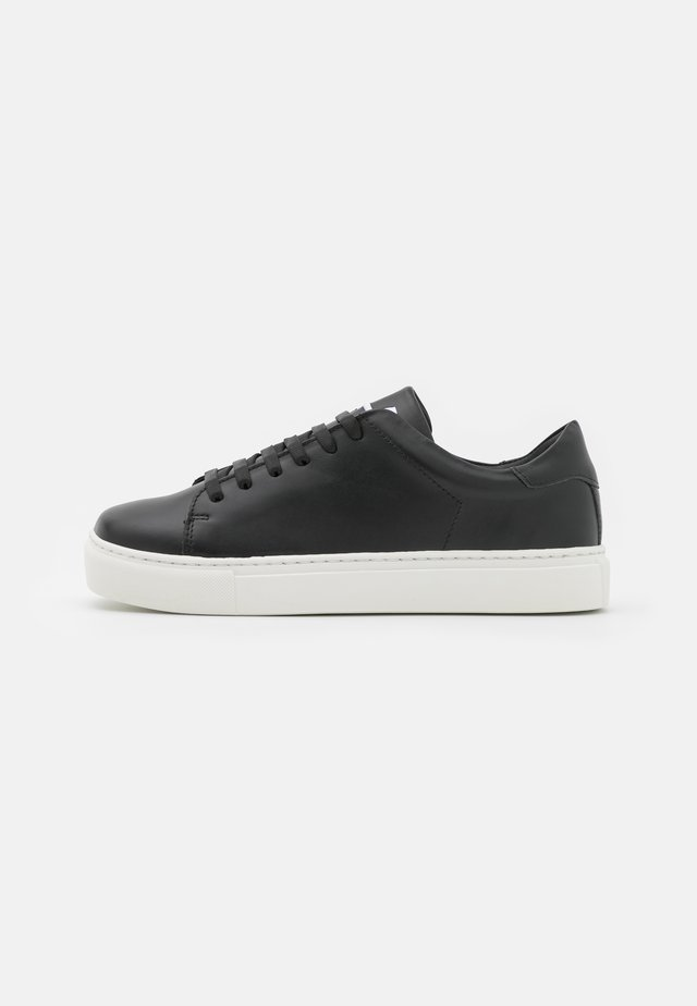 EXCLUSIVE SQUARED SHOES - Trainers - black