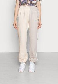Nike Sportswear - PANT - Pantalon de survêtement - pearl white - 0