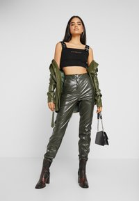 Missguided Tall - PLEAT FRONT CIGARETTE TROUSERS - Bukser - deep green - 2