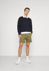 Marc O'Polo DENIM - FRONT POCKETS BACK POCKET - Shorts - fresh olive - 1