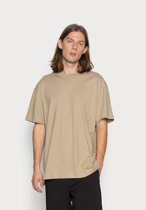 OVERSIZED  - T-shirt basic - brown