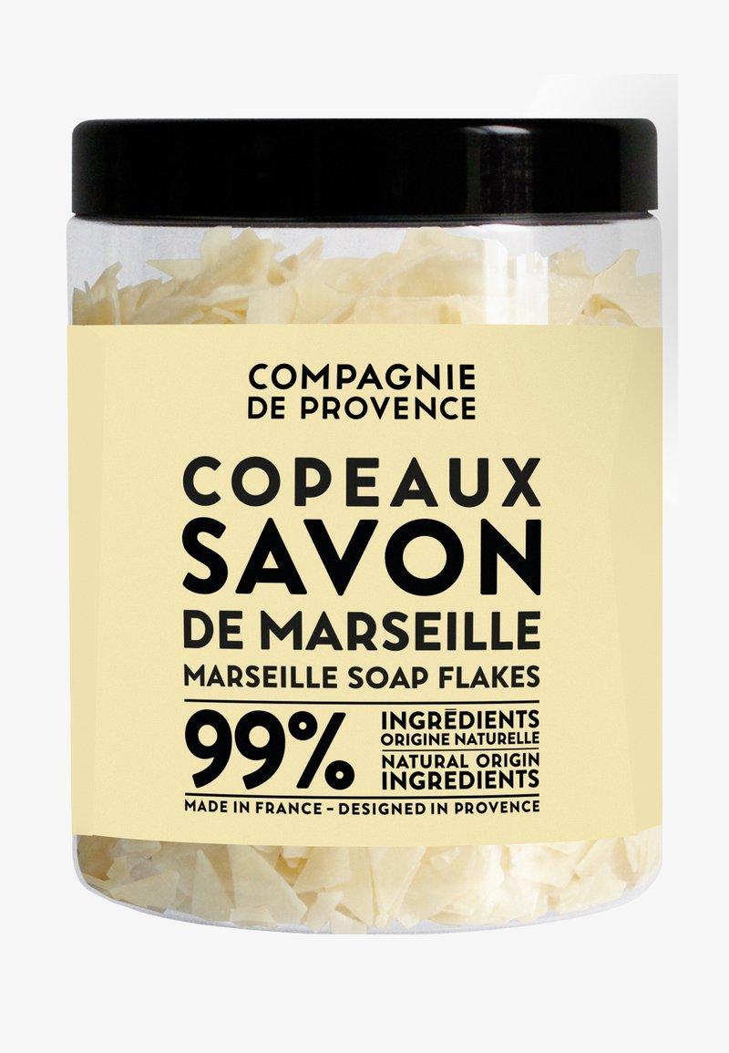 Compagnie de Provence - MARSEILLE SOAP FLAKES 350G - Soap bar - -