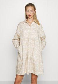 Wood Wood - JANICA DRESS - Sukienka koszulowa - beige - 0