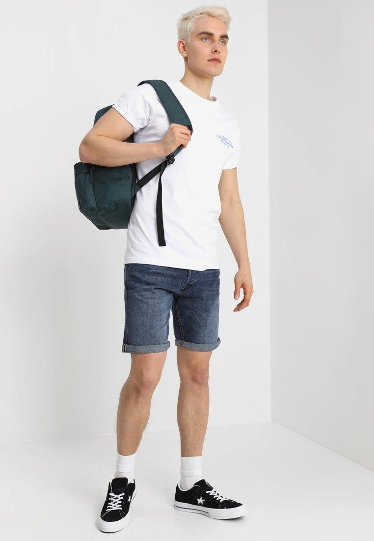 Mister Tee TOKYO BURGER TEE - T-Shirt print - white/weiß 3mXCLo