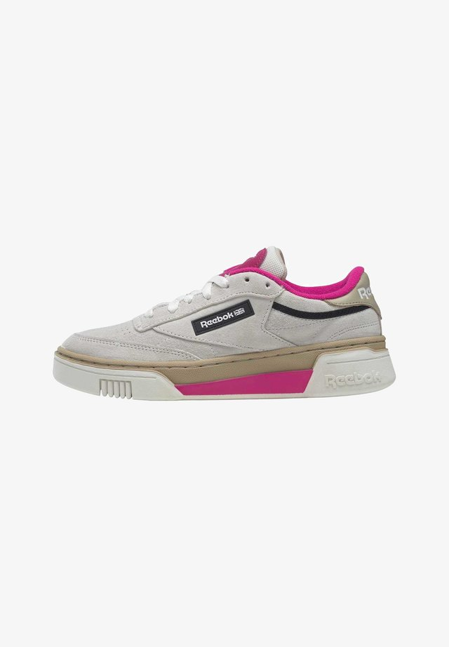 CLUB C STACKED - Sneakers basse - chalk/utibei/propnk