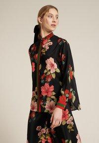Luisa Spagnoli - Button-down blouse - var nero/corallo - 2