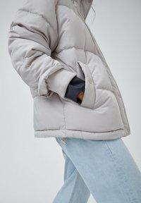 PULL&BEAR - Down jacket - grey - 2