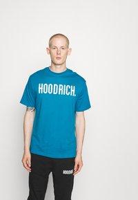 Hoodrich - CORE - Print T-shirt - blue - 0