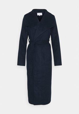 VIPOKU BELTED LONG COAT - Manteau classique - navy blazer