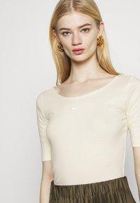 Nike Sportswear - SCOOP - Basic T-shirt - coconut milk/white - 4