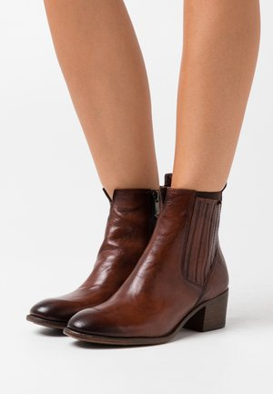 Classic ankle boots - cognac antic