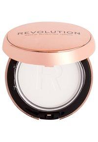 Make up Revolution - CONCEAL & DEFINE POWDER FOUNDATION - Foundation - translucent - 1