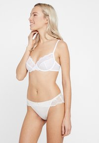 Triumph - TEMPTING - Underwired bra - white - 1