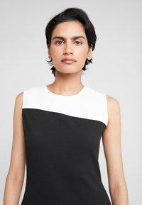 DKNY - COLORBLOCK DRESS - Pouzdrové šaty - ivory/black - 3