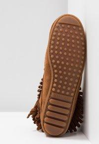 Minnetonka - DOUBLE FRINGE SIDE ZIP - Kotníková obuv - brown - 6