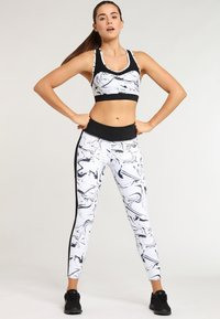 LASCANA Active - Sport BH - white marbled - 1
